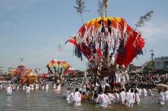 Fuji Hachimangu Shrine River Crossing Festival