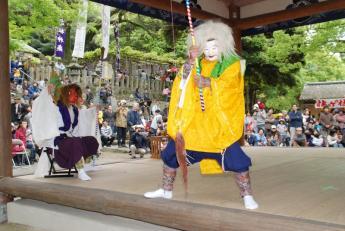 Takasu Kagura (Shinto theatrical dance)